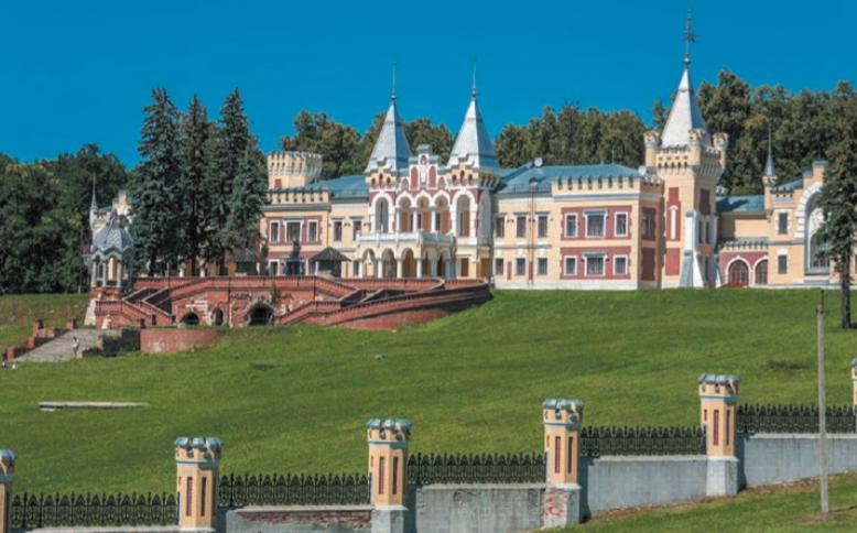 Подлинная архитектурная жемчужина – бывшая усадьба барона фон Дервиза в Кирицах